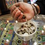 Accusa il marito di giocare troppo: moglie vince alla lotteria un milione di dollari
